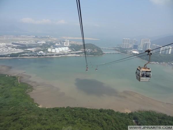 Atemberaubende Aussicht von der Skyrail Seilbahn, Lantau Island, Hong Kong
