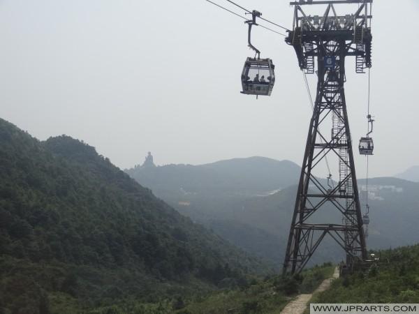 हांगकांग में ट्रक लिफ्ट और बड़ी बुद्ध