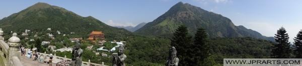 Panoramablick auf das Angebot der Six Devas und der Po Lin Kloster in Hong Kong