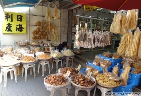 Tai O di Hong Kong terkenal untuk banyak barang diawetkan seperti tiram, udang, dan ikan