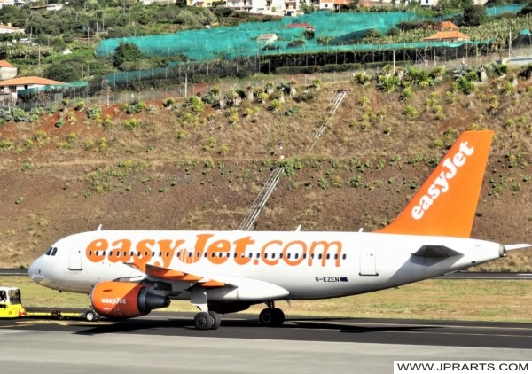 Avião easyJet no Aeroporto da Madeira