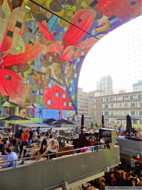 Piękny widok na Hali Targowej w Rotterdam, Holandia