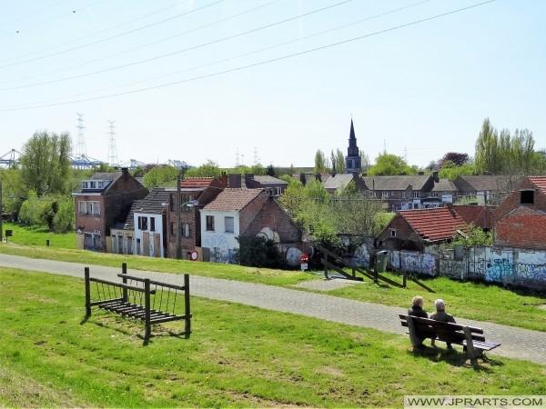 Mira el Centro del Pueblo de Doel, Bélgica