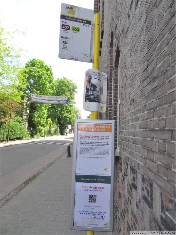 Przystanek autobusowy w Baarle-Hertog, Belgia