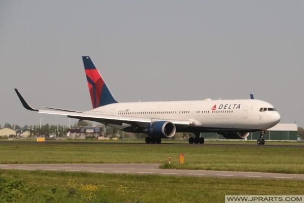 Delta Airlines N1607B - Boeing 767-332