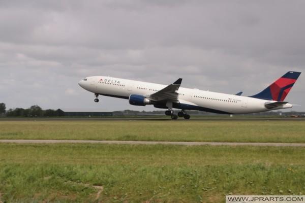 Delta Airlines stijgt op vanaf Schiphol, Nederland