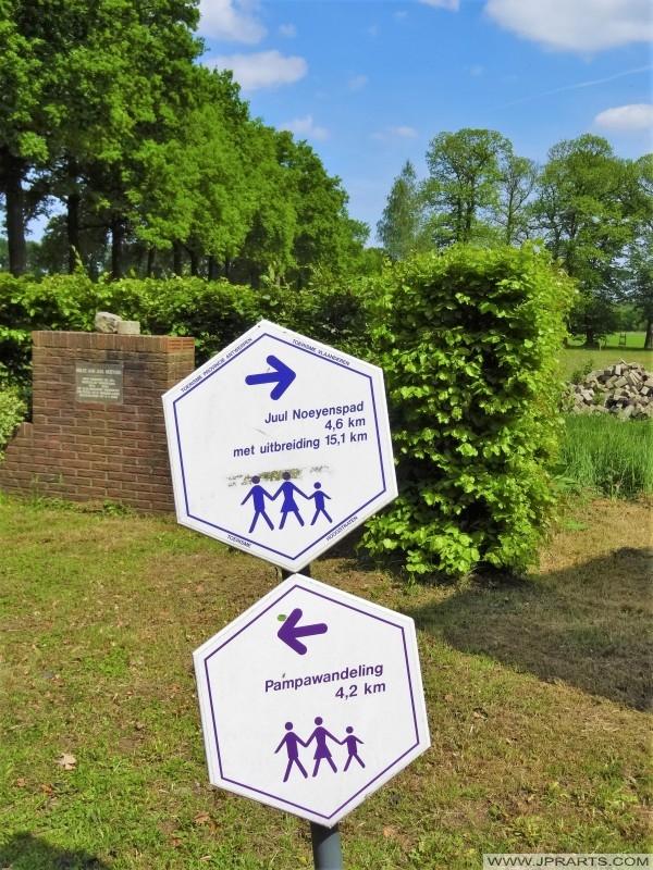 Diverse wandelroutes (Juul Noeyenspad en Pampawandeling) in Wortel Kolonie, België