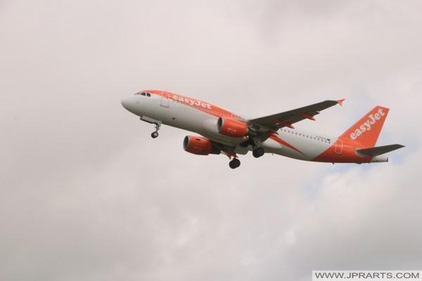 easyJet G-EZTG - Airbus A320-214
