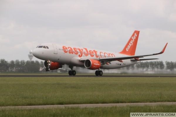 EasyJet Airbus A320-214 stijgt op vanaf Schiphol, Nederland