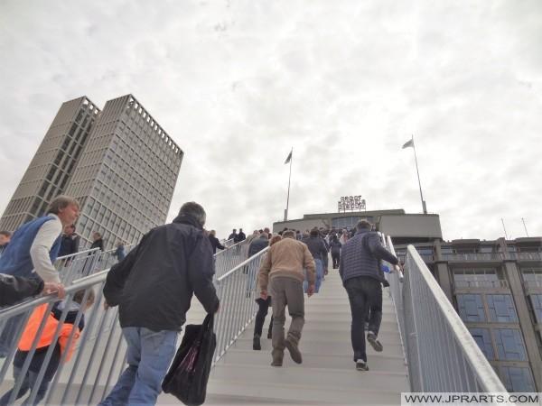 W drodze na dachu budynku hurtowy (Groothandelsgebouw) w Rotterdam, Holandia