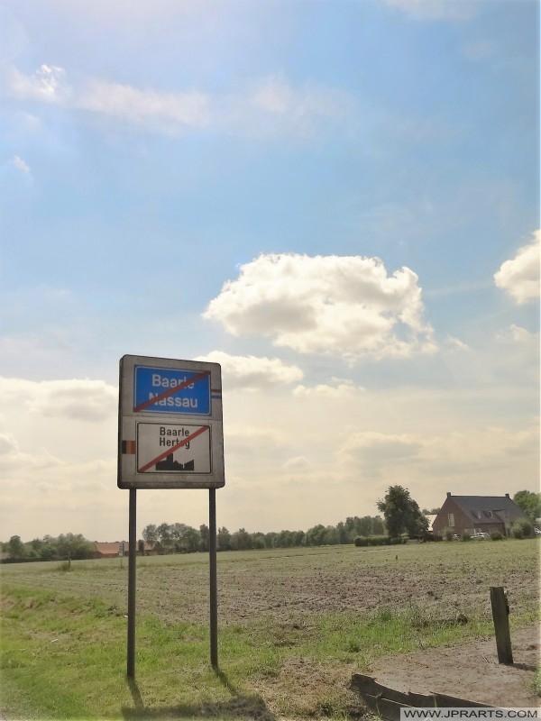Deixando Baarle-Hertog en Baarle-Nassau (Bélgica - Países Baixos)