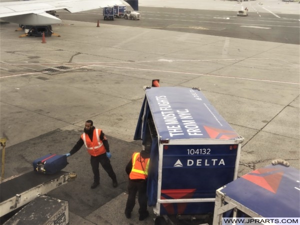 Unloading a Delta Airlines Luggage Tug (JFK Airport New York, USA)