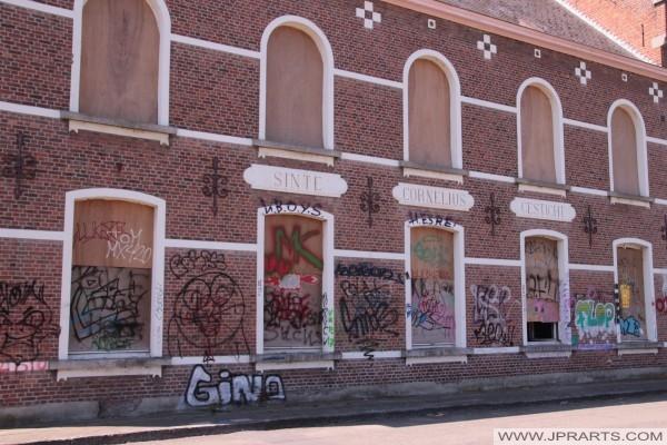Abandonné Sinte Cornelius Gesticht (en asile psychiatrique) à Doel, Belgique