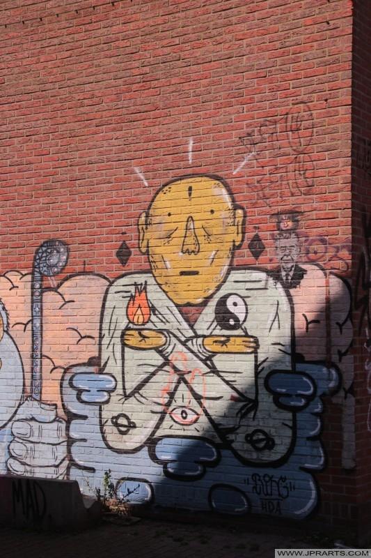 阴阳涂鸦在Doel,比利时一个废弃的房子