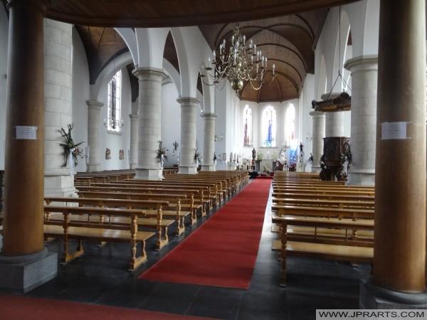 Innere der Kirche St. Remigius in Baarle-Herzog, Belgien