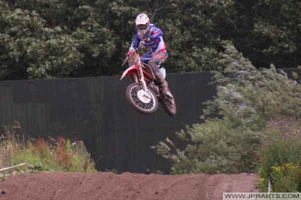125CC dirtbike salto in alto