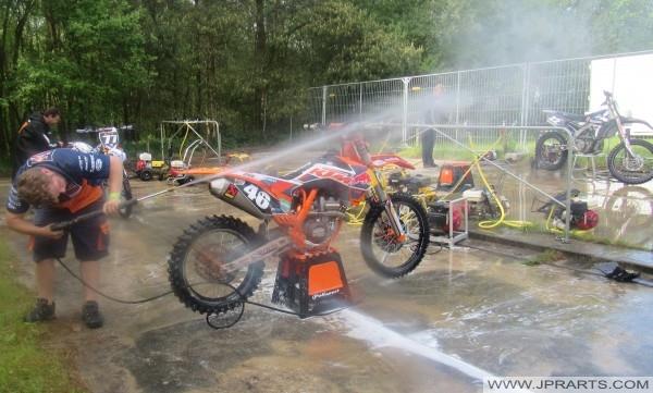 KTM čistenie špina na bicykli
