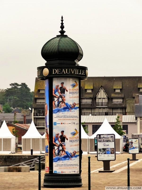 Reklam kolumn i Deauville, Frankrike