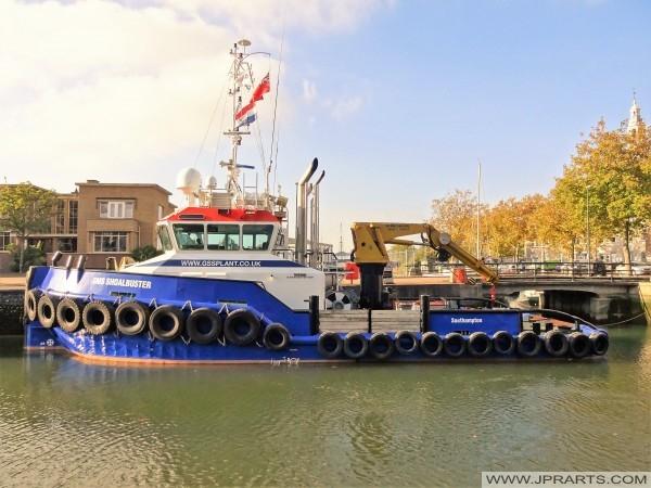 Brytyjski holownik SMS Shoalbuster (port macierzysty Southampton - 2009) w Maassluis, Holandia