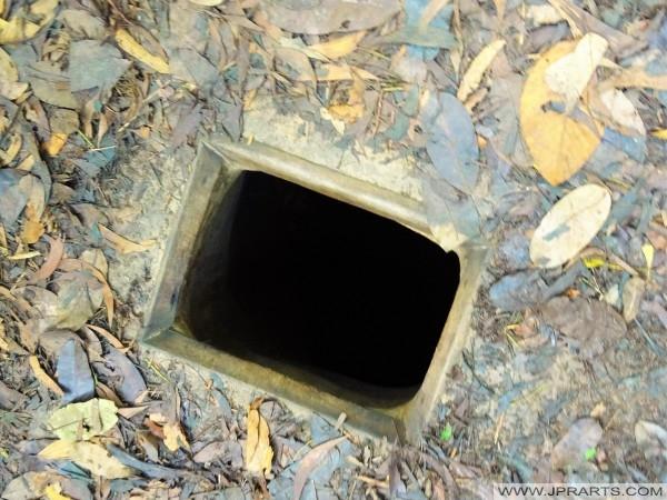 Оригінальний розмір тунелів Вьетконга у В'єтнамі