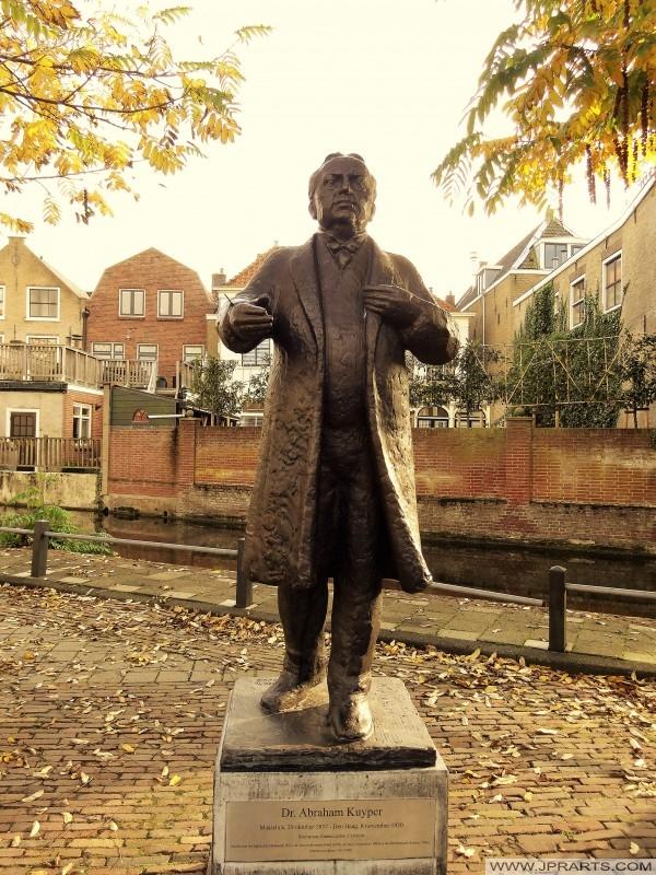 Standbeeld van staatsman dr. Abraham Kuyper (1837-1920) in Maassluis, Nederland