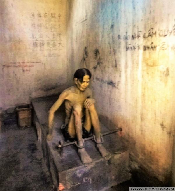 Replika Penjara Vietnam Selatan di Muzium Peninggalan Perang di Bandar Ho Chi Minh, Vietnam
