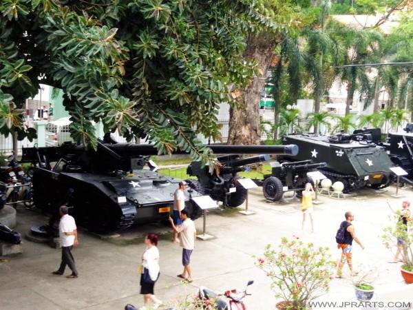 Vũ khí hạng nặng của quân đội Mỹ trong chiến tranh Việt Nam nhìn thấy ở Bảo tàng Chứng tích chiến tranh tại thành phố Hồ Chí Minh, Việt Nam