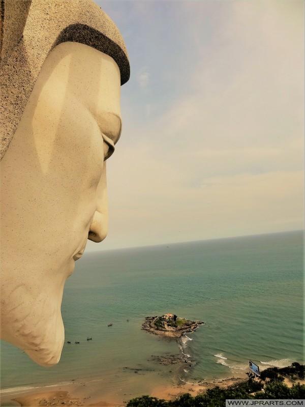 从基督雕象的看法在头顿,越南
