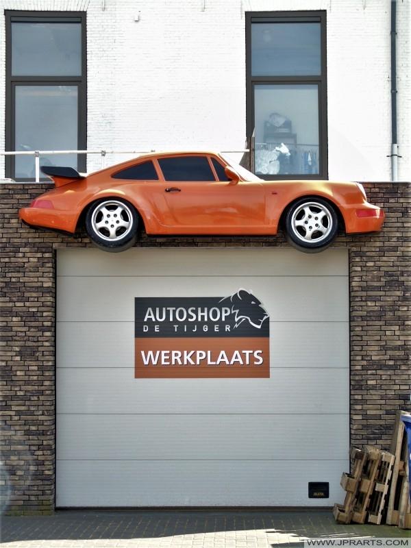 Autoshop De Tijger in Tilburg, Nederland
