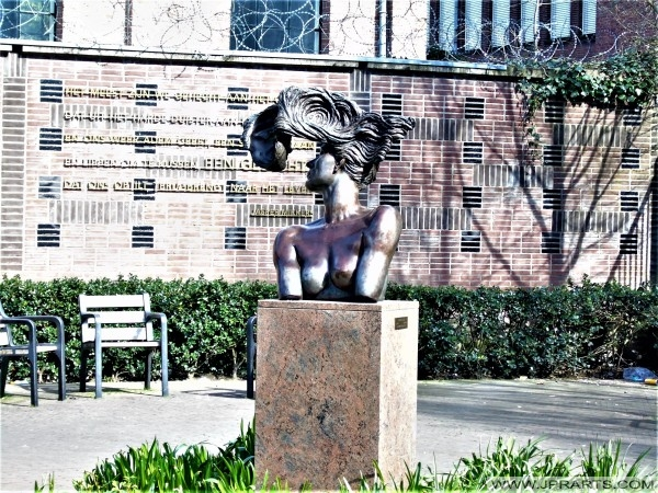 Statues and Monuments in Tilburg, The Netherlands - Photos and Videos