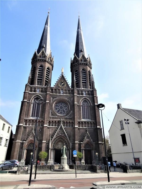De Heuvelse Kerk Sint Jozef in Tilburg, Nederland