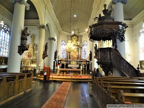 Interieur van de Heikese Kerk in Tilburg, Nederland