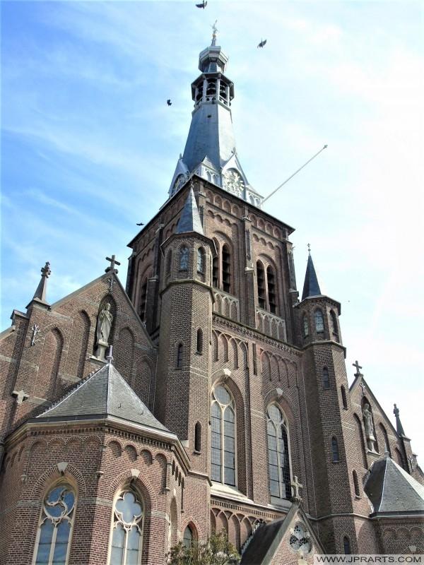 Kerktoren van de Heikese Kerk in Tilburg, Nederland