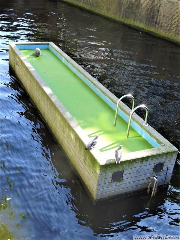 Kunstwerk Meetbaar Water bij de Groentemarkt in Leeuwarden, Nederland