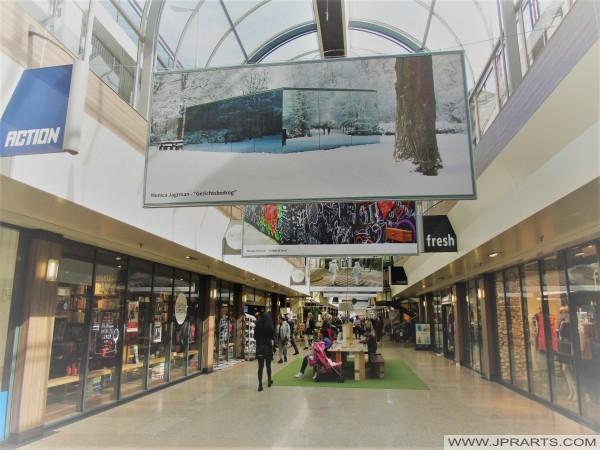 Overdekt Winkelen in Tilburg, Nederland