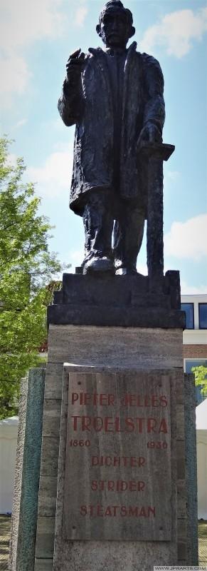 Standbeeld Pieter Jelles Troelstra (1860 - 1930) in Leeuwarden, Nederland
