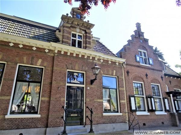 Twee woningen in 1894 door W.C. de Groot ontworpen in de Neo-Renaissancestijl voor het Sint-Anthonygasthuis (Leeuwarden, Nederland)