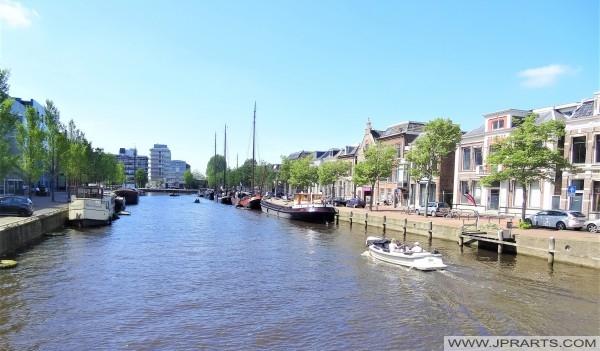 Zuider Stadsgracht in Leeuwarden, Nederland