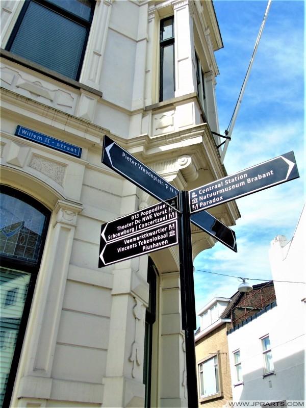 Bewegwijzering in de Willem II Straat in Tilburg, Nederland