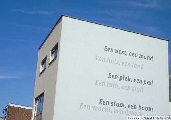 Gedicht op een Gebouw in Tilburg, Nederland