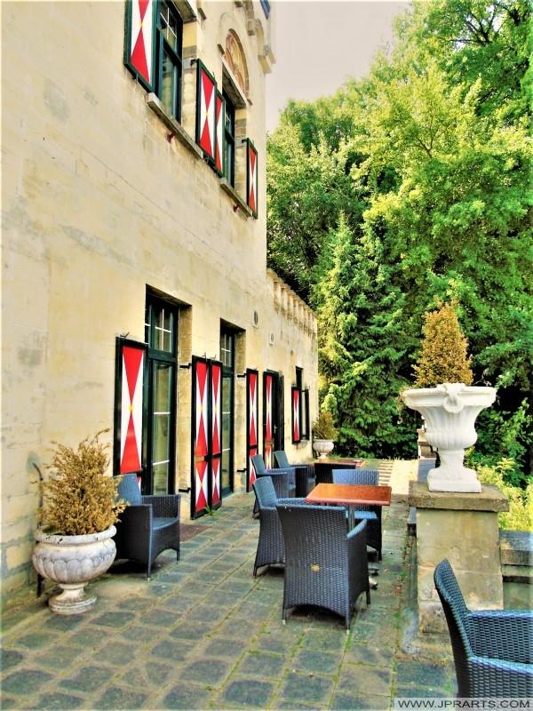 Terras van Hotel Kasteel Geulzicht in Berg en Terblijt, Nederland