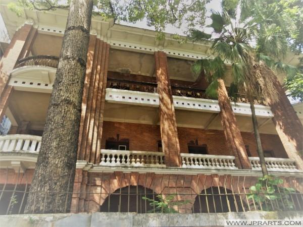 Консульство бывшего Советского Союза в здании 1916 года (остров Шамянь, Гуанчжоу, Китай)