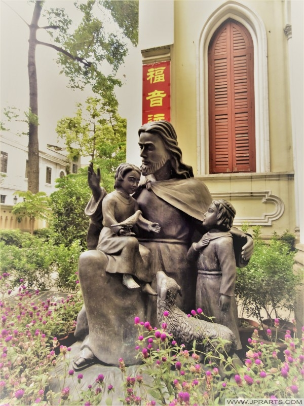Statue of Jesus welcoming Children (Guangzhou, China)