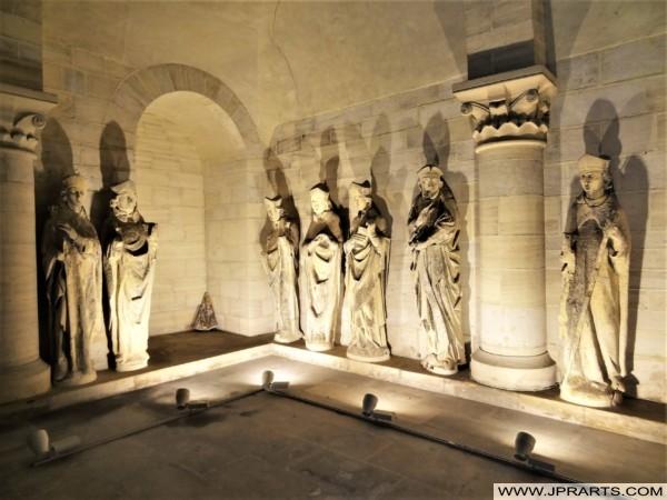 雕像在法国诺曼底的巴约大教堂