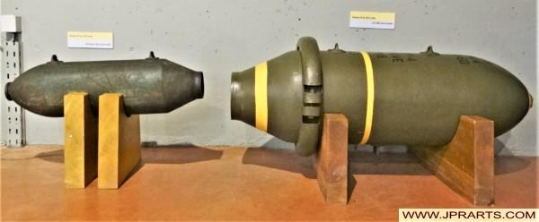 Bombes Américaines de 100 et 500 Livres dans le Musée Mémorial Bataille de Normandie (Bayeux, France)