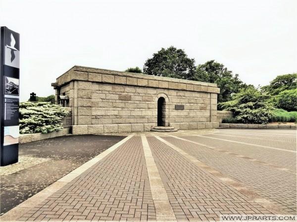 Eingang zum Deutscher Soldatenfriedhof La Cambe in Normandie, Frankreich