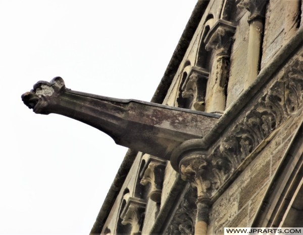 Gargouille sur la Cathédrale Notre-Dame de Bayeux en Normandie, France
