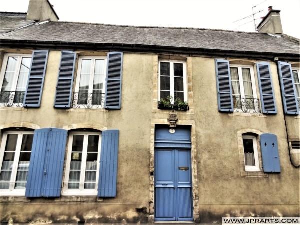 Belle Maison avec les Volets Bleus à Bayeux, France
