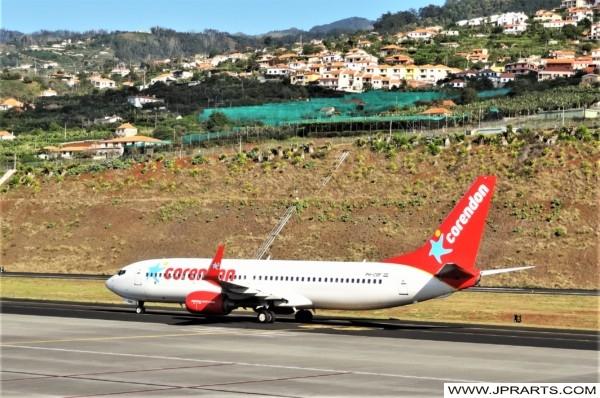 Boeing 737-800 van Corendon Dutch Airlines op het Vliegveld van Madeira