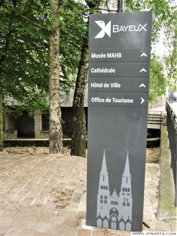 Panneaux Indicateurs à Bayeux, France